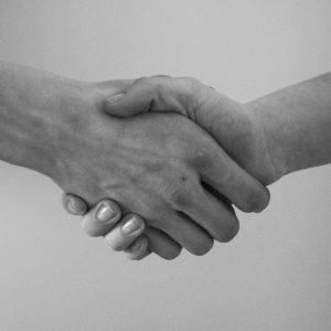 握手してる画像